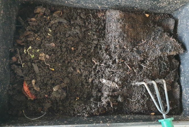 Cover the food with commercial compost once you have added it to the worm farm